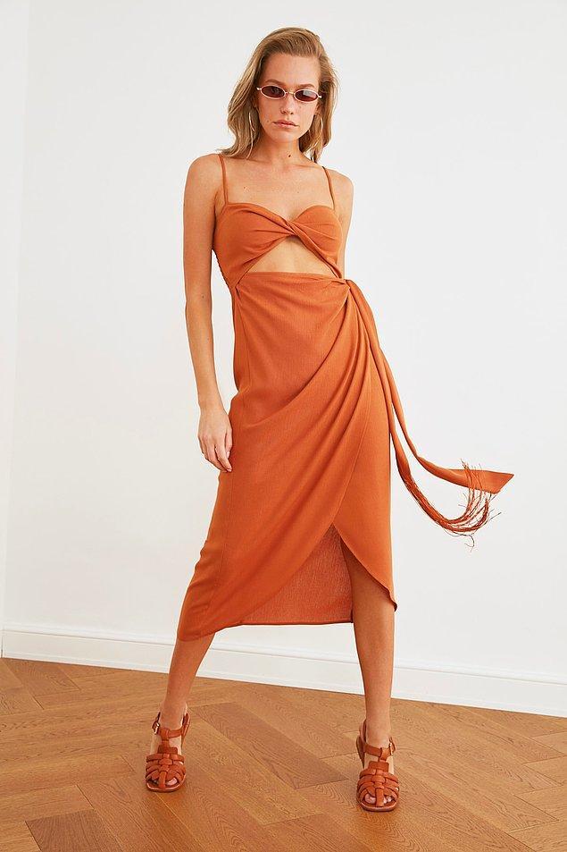 7. Bu elbisenin rengine de modeline de bayılıyorum.