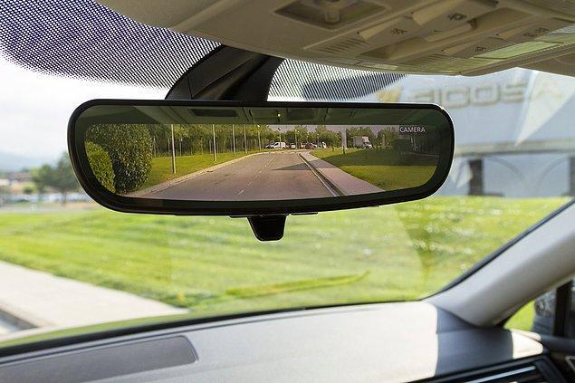 Otomobillerin teknolojisi değişse de her otomobilde bulunan dikiz aynamızın yeri değişmiyor.