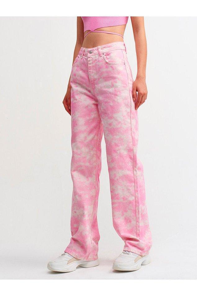 15. Hem pembe hem de batik desenli... Crop toplarla kombinleyebileceğiz çok tatlı bir pantolon.