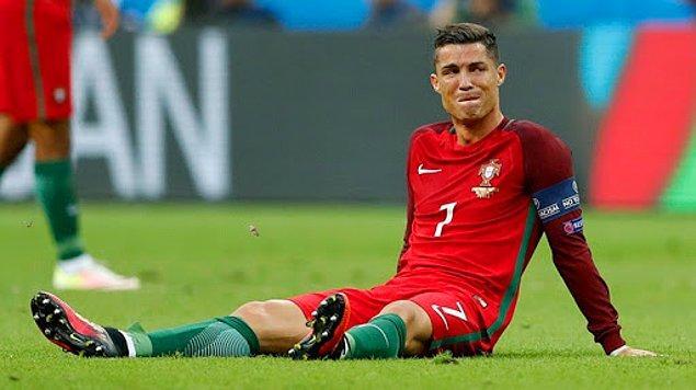 10. Cristiano Ronaldo'nun milli takım kariyerindeki ilk kupayı kazandığı 2016 Avrupa Şampiyonası