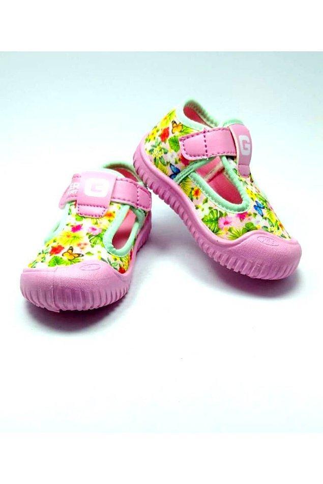 14. Bu deniz ayakkabıları da hem deniz kenarında kullanmak için hem de günlük olarak kullanmak için harika bir seçenek.