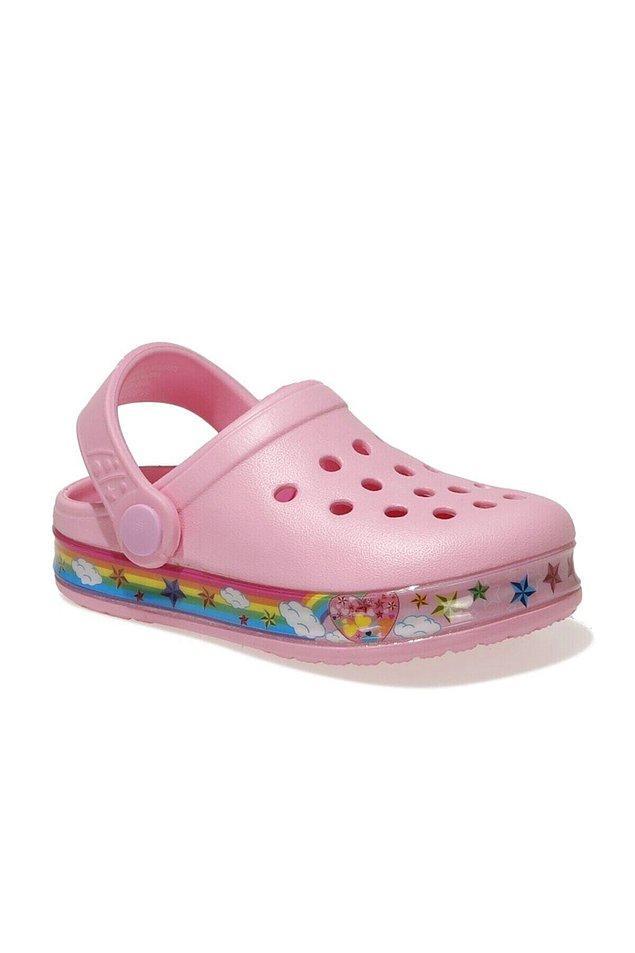 15. Kızımın yaz boyu ayağından çıkarmadığı sandalet bu.