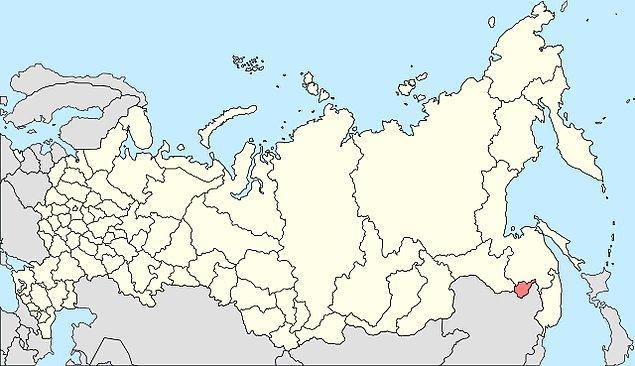 Sovyetler'in 8 federal bölgesinden Uzak Doğu Federal Bölgesi'nin yüzölçümü 6 milyon kilometrekareden fazla, nüfusu ise 7 milyon civarıdır. İklimin zorluğu nüfusun seyrekliğini beraberinde getirir.
