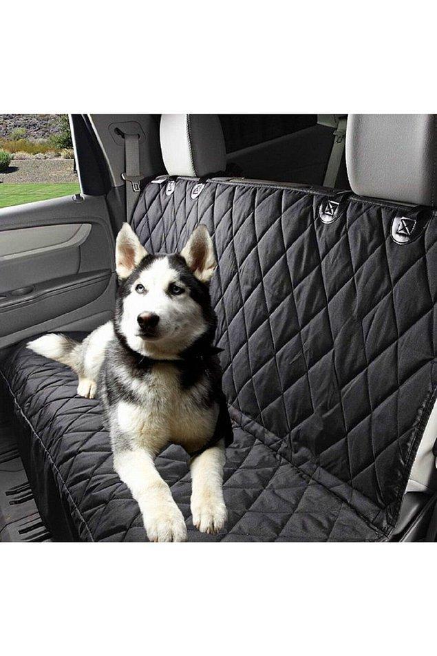6. Patili evlatlarımızla seyahat ederken araba koltuklarını korumak için basit ama etkili bir çözüm.
