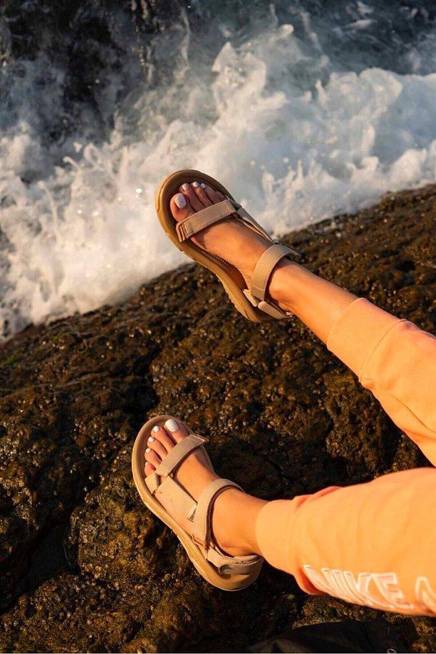 Uygun fiyatlı sandalet arayışındaysanız, bantlı sandalet seçeneklerini listenize eklemenizi öneririz.