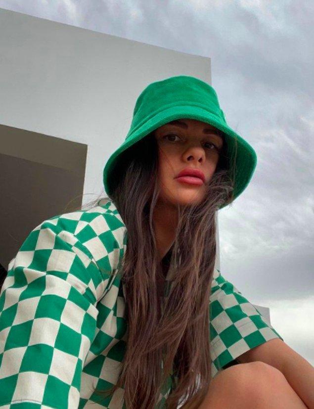 2. Yasemin Özilhan modaya yön veren ünlü isimlerden.