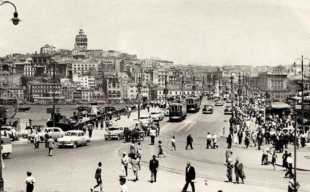 """Yasağın uygulanmasından hemen 1 gün sonraki Cumhuriyet Gazetesi şöyle bir yorum yapar: """"Gerek taksi ve gerekse hususi otomobil sahiplerinin kötü bir alışkanlıktan..."""""""