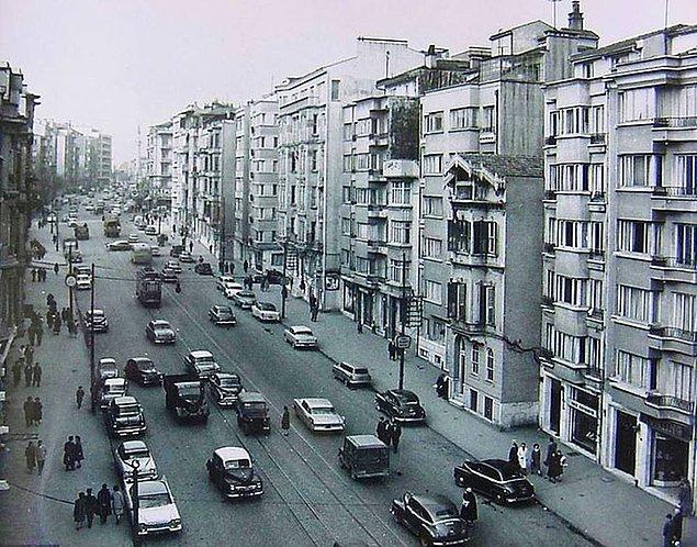Bunun üzerine Cumhuriyet gazetesi Vali Gökay'ın klakson yasağından sonra trafik kazalarının azaldığına yönelik tezini araştırmaya koyulur ve bunun için İstanbul'un 8 hastanesi ve...