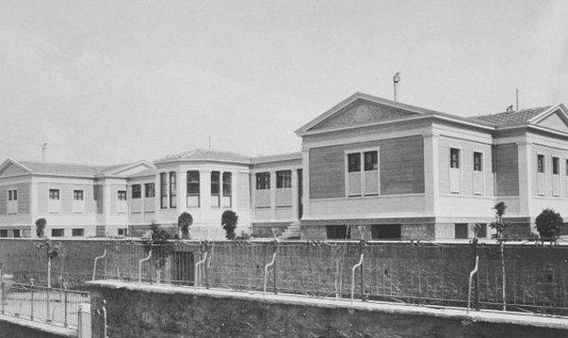 Mevcut yasaktan toplanan parayla Haseki Kadın Hastanesi'ne (bugünkü eğitim ve araştırma hastanesi) yeni bir bina yapılır. Ve hatta 23 Kasım 1953 günü hizmete giren bu binaya...