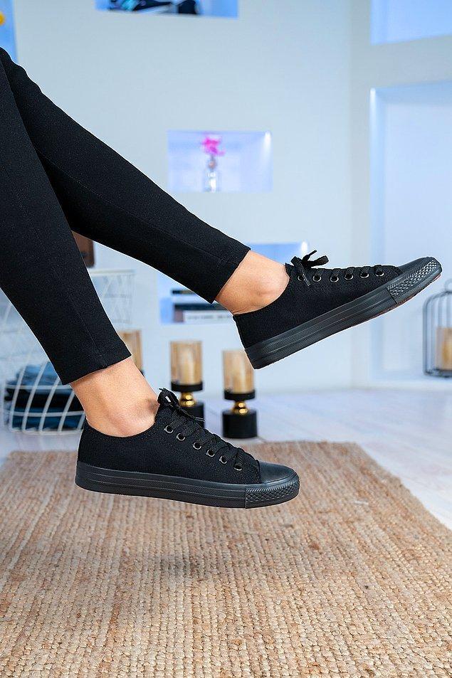 2. Siyah spor ayakkabılar