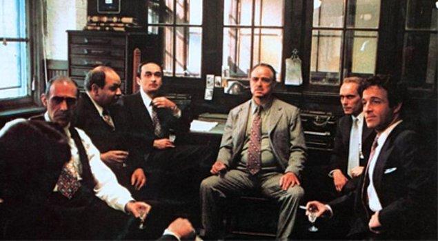 2. İtalyan mafyaları organize suç gruplarından oluşur ve bu grupların hepsinin ortak bir 'aile' veya 'klan'ı bulunur.