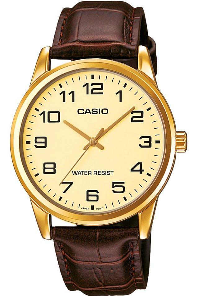 8. Klasikten şaşmayan babalara klasik bir saat hediye edebilirsiniz.
