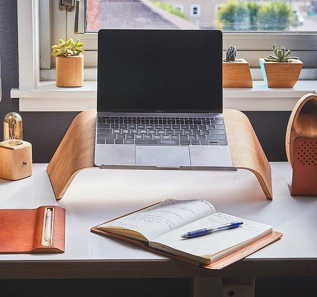 17. Laptop masası son zamanların en popüler ürünlerinden.