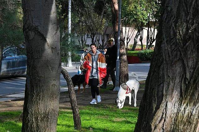 1. Köpeklerinin kavgasını ayırmak için araya giren Farah Zeynep Abdullah, ciddi şekilde yaralandı!