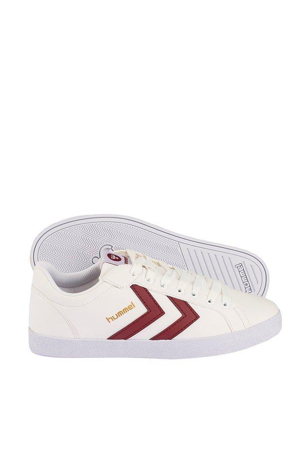 4. Ayakkabı tutkunlarının yaz gelince giydiği tek renk beyaz.
