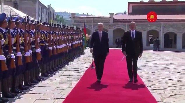 """Cumhurbaşkanı Recep Tayyip Erdoğan, resmi temaslarda bulunmak üzere """"TC-TUR"""" uçağıyla Azerbaycan'ın başkenti Bakü'ye gitti."""