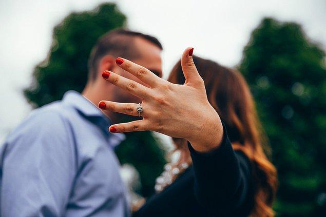 Evlilik teklifi ederken sevdiğimize unutulmaz bir anı yaşatmak isteriz.