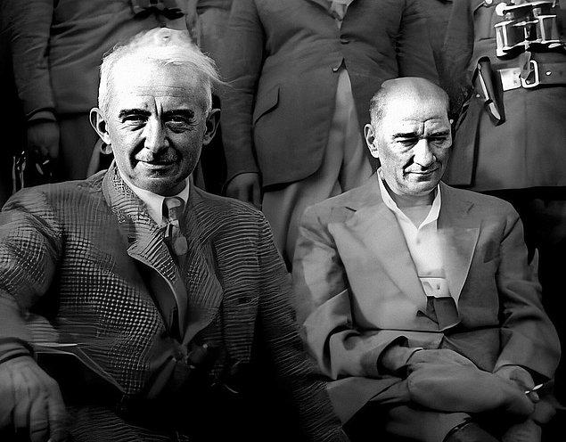 Tarih 1937; konu, hükumetin Atatürk'e ait çiftliğin (AOÇ) hazineye bağışlanması talebi ve bu konuda Atatürk'ün isteksiz davranması. Buna karşın Atatürk'ün de...
