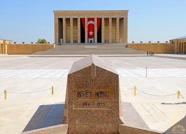"""İnönü, başbakanlığı sonrası şöyle yazar günlüğüne: """"Son seneleri Atatürk'ün çok zor olmuştu. Gece alkol tesiriyle alınan kararları ertesi gün iptal etmek bir eski adetimizdi."""""""