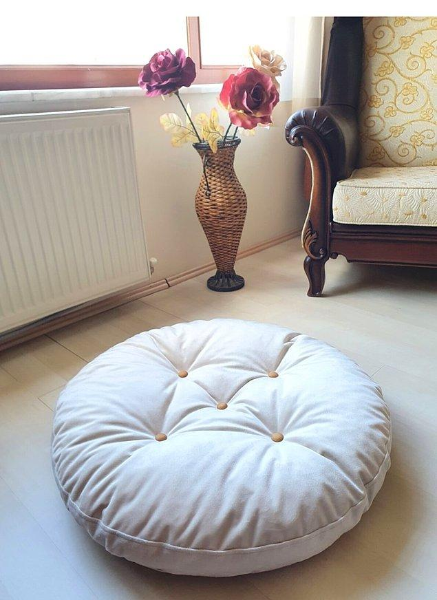 12. Yerde oturmayı sevenlerin evinde olması gereken bir yer minderi.