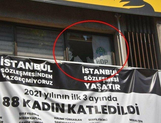 Sabah saatlerinde HDP, İzmir il binasına silahlı bir kişi tarafından saldırı düzenlendiğini ve binanın ateşe verildiğini duyurmuştu.