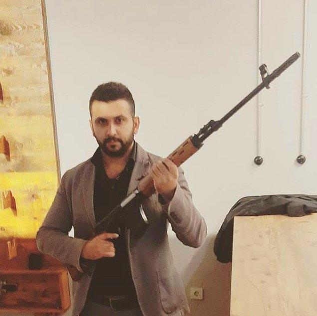 HDP İzmir İl Başkanlığı'na saldırı düzenleyen Onur Gencer'in sosyal medyada birçok silahlı fotoğrafı olduğu ortaya çıktı.