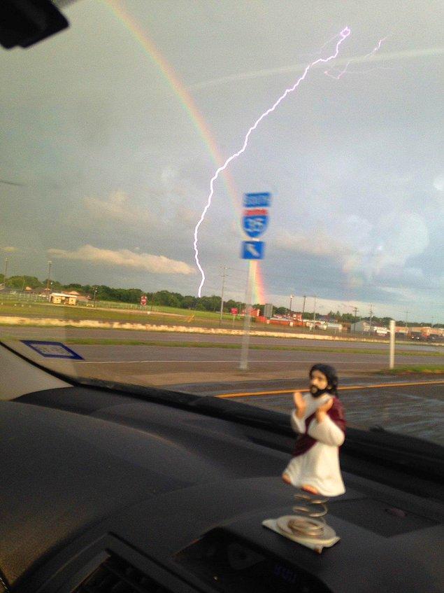 """6. """"Tam gökkuşağının fotoğrafını çektiğim sırada şimşek çaktı!"""""""