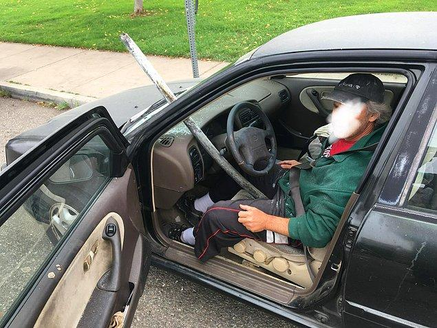 """7. """"California'nın Berkeley şehrinin dışındaki I-80 karayolundan aşağı inerken arkadaşımın ön camından bir direk girdi ve neredeyse onu delip geçiyordu."""""""