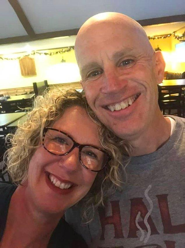 Alzheimer'ın ilk safhalarında olan Peter Marshall, 12 yıldır evli olduğunu unutup karısına evlenme teklifi ederek onu epey şaşırttı.