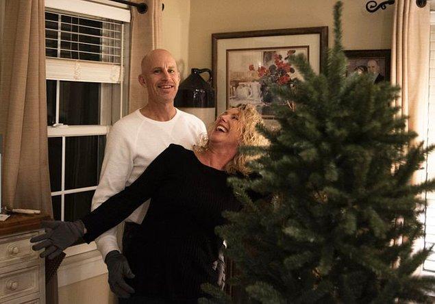 Hastalık şimdiye kadar Peter'ın bir sürü hatırasını alsa da, 56 yaşındaki Lisa Marshall bunlardan biri değil. Bir gün, televizyon izlerken evli olduklarını unutan Peter, bir düğün sahnesi görünce karısına evlilik teklifi etti.