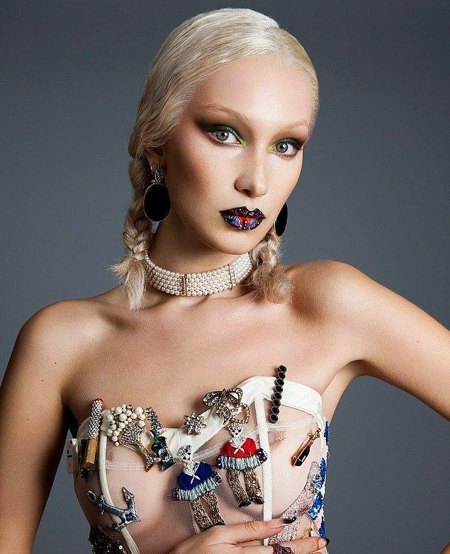 1. Son derece kışkırtıcı bir moda yaratan meme ucu piercing'leri Victoria Dönemi'nde son derece popülerdi.