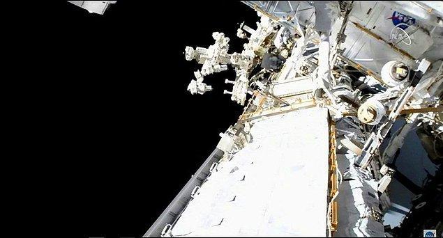 Kurulacak olan 6 güneş panelinden ikincisi, başarılı astronotlar sayesinde kurulmuş oldu.