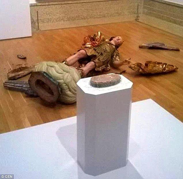 1. Bir müzedeki esere zarar verirseniz, parasını ödeyen taraf siz olmazsınız.