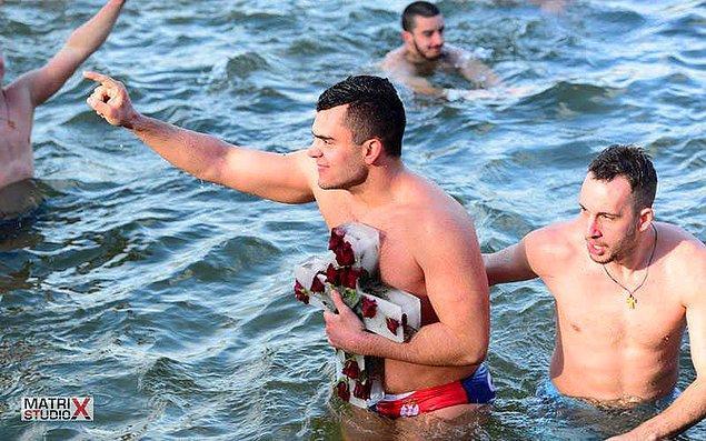 25. Romanya (Plivanje za Casni krst)