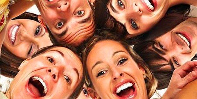 Mizah ve kahkaha için daha fazla fırsat arayarak duygusal sağlığınızı iyileştirebilir, ilişkilerinizi güçlendirebilir, daha büyük mutluluklar bulabilir ve hatta hayatınıza yıllar ekleyebilirsiniz.