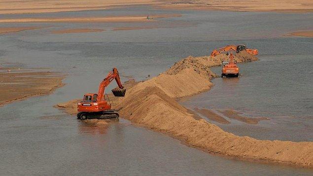 2017'de yapılan bir araştırma kum talebinin çok hızlı bir şekilde arttığını ortaya koyar. Ve hatta kumun dünyada sudan sonra en fazla kullanılan kaynak olduğu açığa çıkar.
