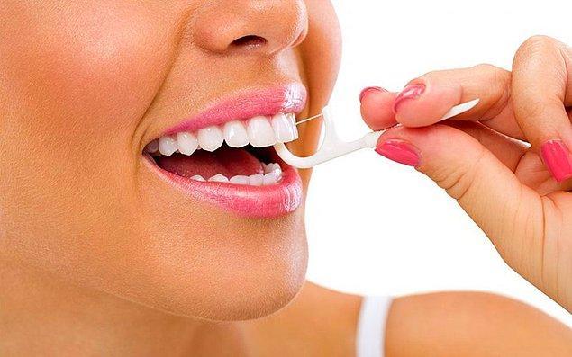11. Diş fırçalarının ulaşamadığı yerleri diş ipiyle temizleyin.