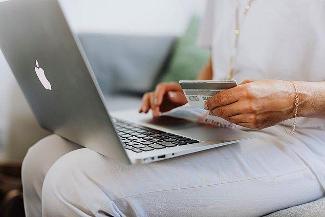 1. Tüketicilerin çevrimiçi alışveriş yaparken en çok hangi ürünleri aldığını saptamalısınız.