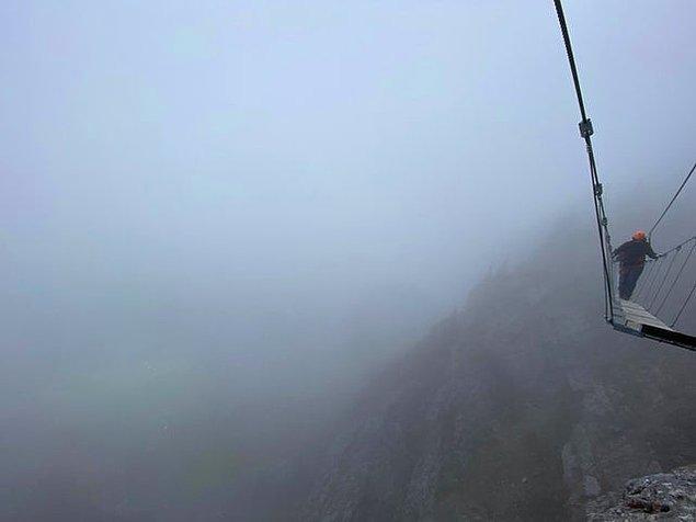 """13. """"Manzarayı görebilmek için 4 saat bir dağa tırmandık."""""""