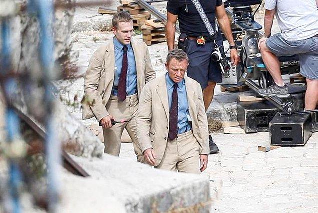 """1. """"No Time to Die"""" setinde 2 yorgun Daniel Craig?"""