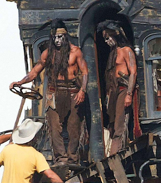 "15. ""The Lone Ranger"" setinden Johnny Depp ve dublörü."