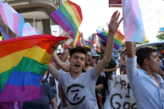 """""""Hayatları Nefret, Ayrımcılık, İftira. Bu 'Erdem' Anca LGBT İçin Akıllarına Geliyor"""""""