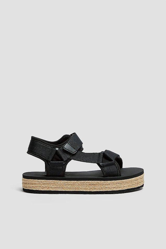 11. Ünlülerden influencerlara kadar herkesin ayağında olan bantlı sandaletleri bu yaz deneyimlemeye ne dersiniz?
