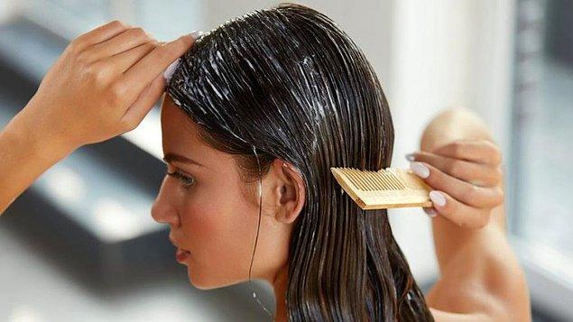 2. İpeksi bir dokunuş için rutininize saç bakım kremi eklemeyi unutmayın.