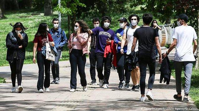 Artan işsizlik oranıyla beraber geleceğinden umutsuz olan genç nüfus ise çareyi yurt dışında aramak durumunda kalıyor.