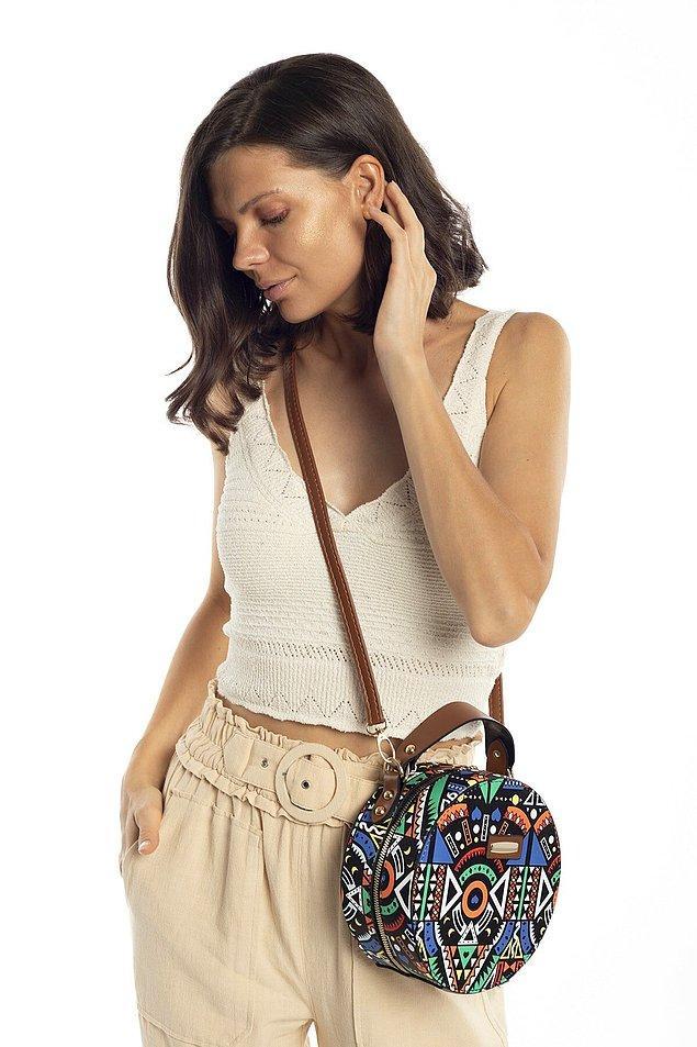 3. Yaz gelince renkli ve küçük çanta kullanmaya bayılıyorum.