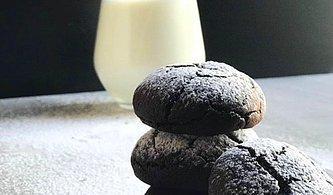 Hem Tadıyla Hem De Görüntüsüyle Kalplerinizi Çalacak Çikolatalı Çatlak Kurabiye Tarifi