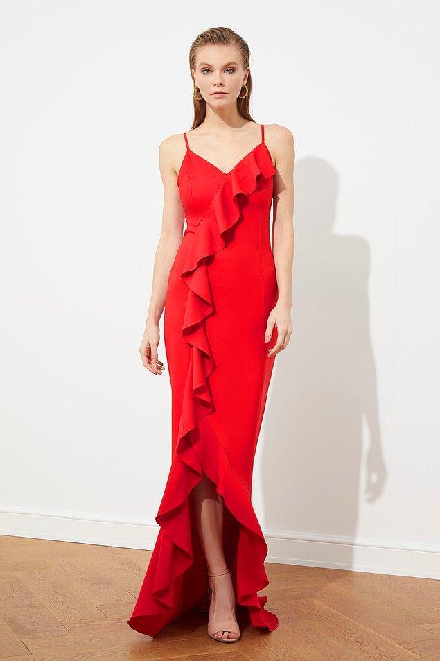 16. Mezuniyet elbisesi dediğin kırmızı olur diyorsan bu tam sana göre...
