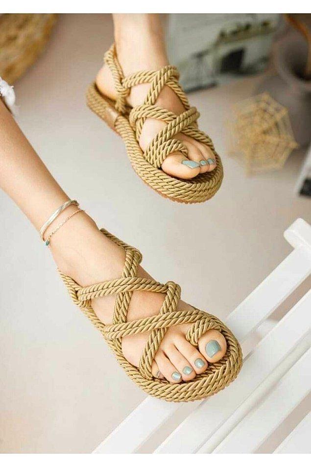 1. Klasik hasır sandaletle başlıyoruz