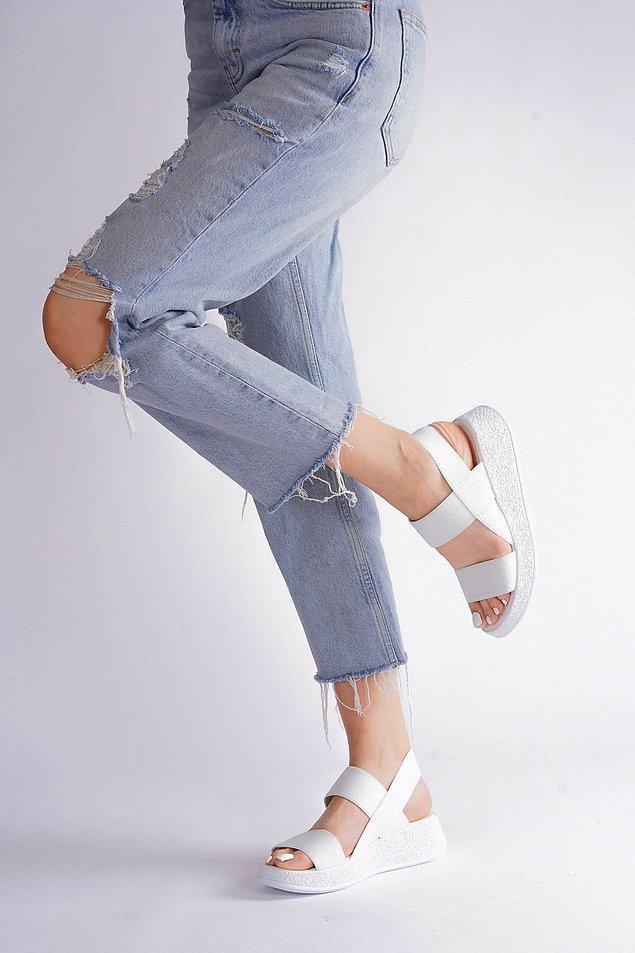 12. Dolgu topuklu sandalet;